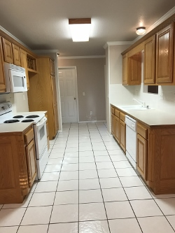 5100 Hawthorne kitchen